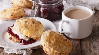 Simple and Easy Currant Buttermilk Scones