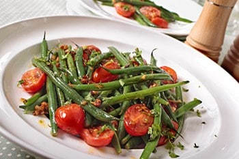 Garden Fresh Neapolitan Green Beans with Garlic and Red Pepper | 31Daily.com