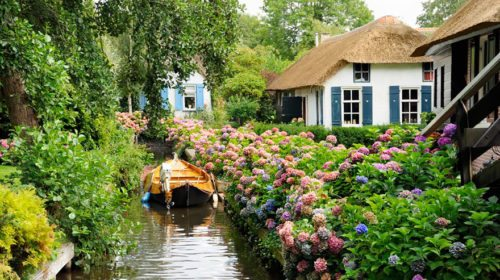 Dream Vacation Idea: Giethoorn at 31Daily.com
