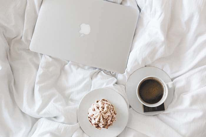 morning-coffee-laptop
