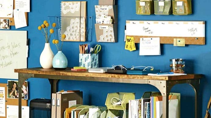 Is your desk a haven for clutter? Is someone in your house always looking for their keys, the lost homework assignment ... their phone? Try these tips for organizing your launching pad for stress free organization. 31Daily.com