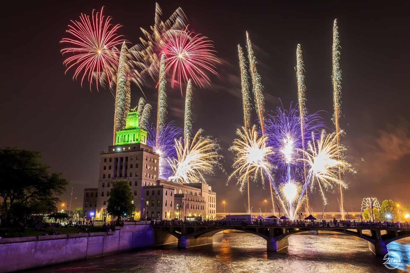 Cedar Rapids Iowa Freedom Festival Fireworks - 31Daily.com