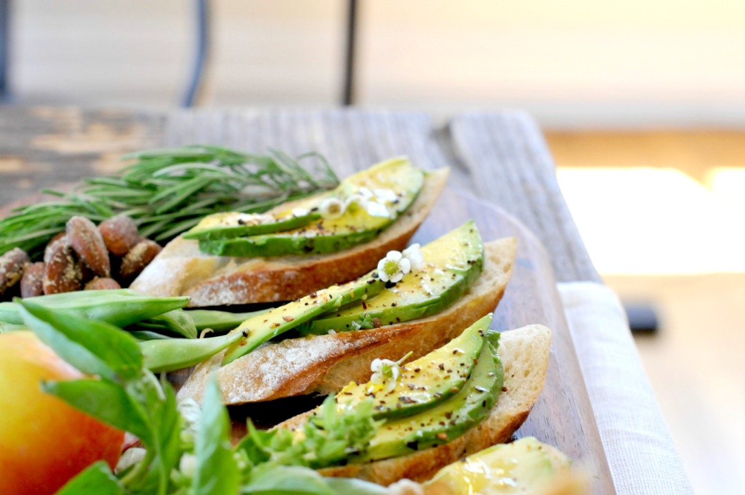 Chipolte Avocado Crostini - 6 Tips for Easy Weekend Entertaining | 31Daily.com