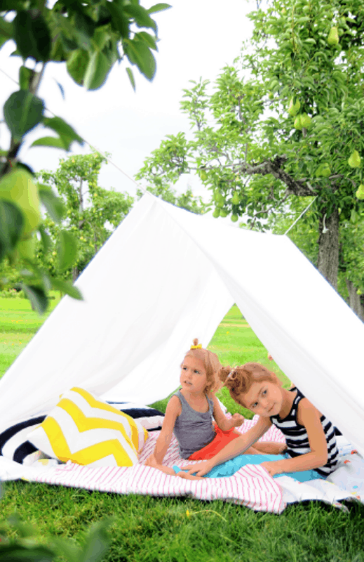 DIY-Backyard-Tent-For-Sun-Protection-7