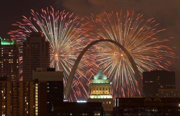 St Louis Fireworks Show - 31Daily.com