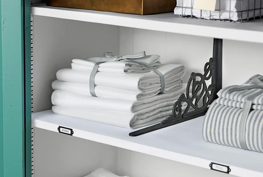 Easy Steps to an Organized Life in 31 Days: Linen Closet (Day 23) | 31Daily.com