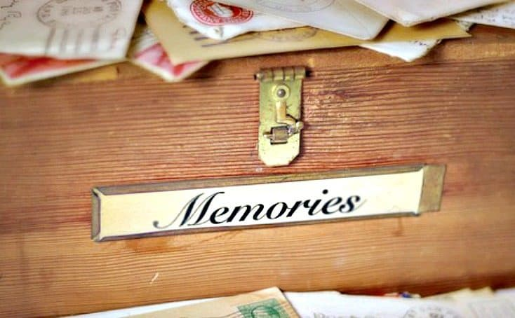 http://www.organisemyhouse.com/how-to-organise-your-memories-creating-a-memory-box/