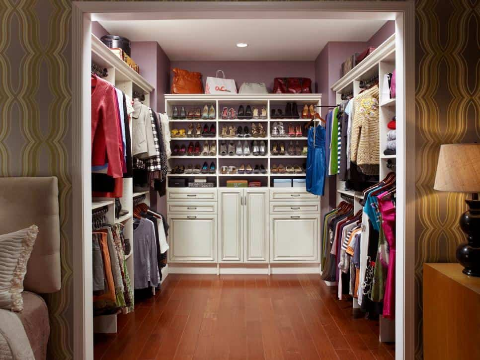 Easy Steps to an Organized Life in 31 Days: Master Closet