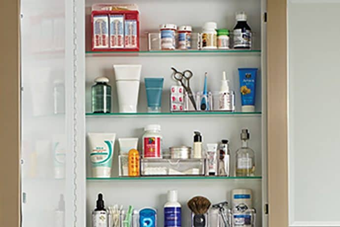 Easy Steps to an Organized Life in 31 Days: Medicine Cabinet (Day 27)