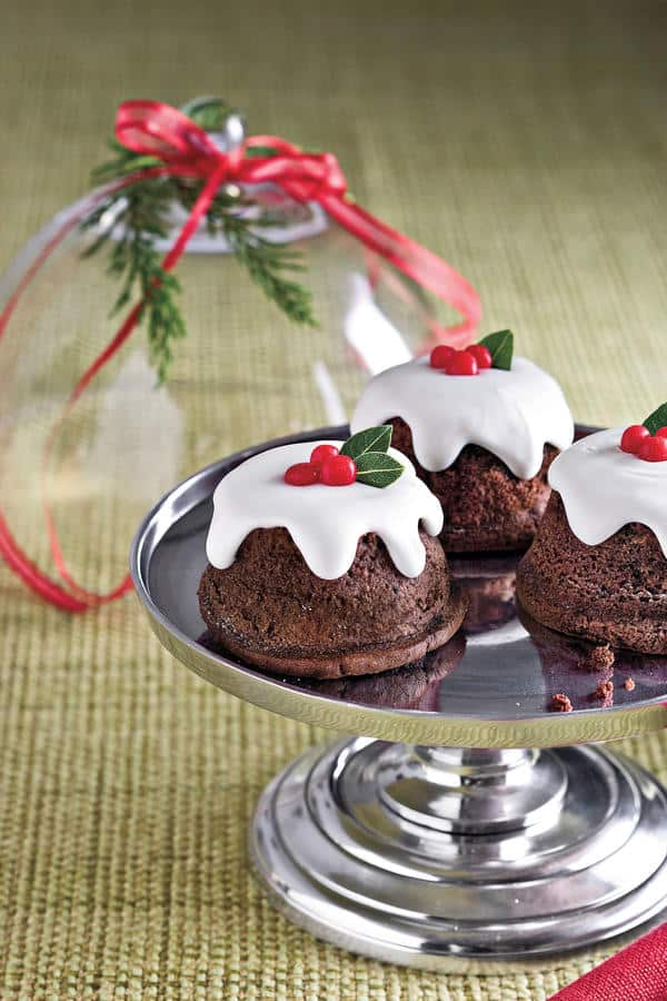 Oh-So-Delicious Easy Cakes of Christmas | 31Daily.com