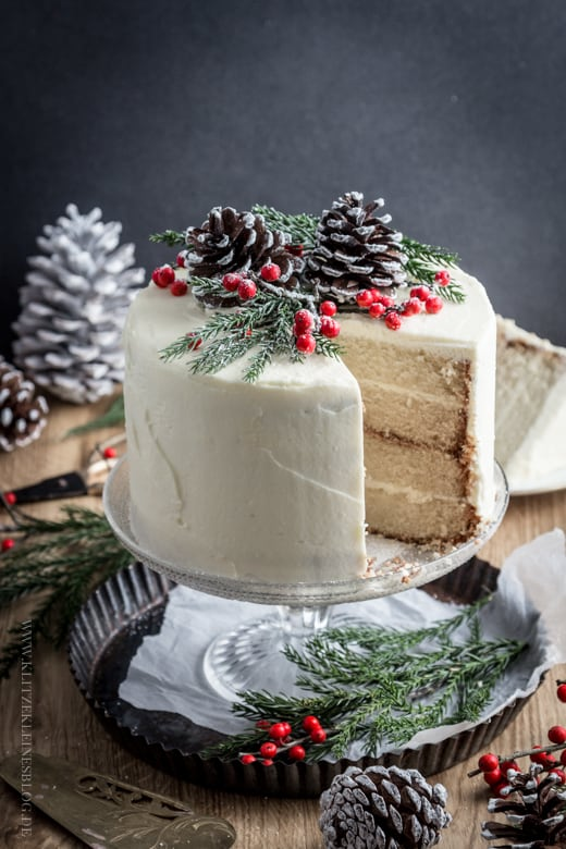 Oh-So-Delicious Easy Cakes of Christmas   31Daily.com
