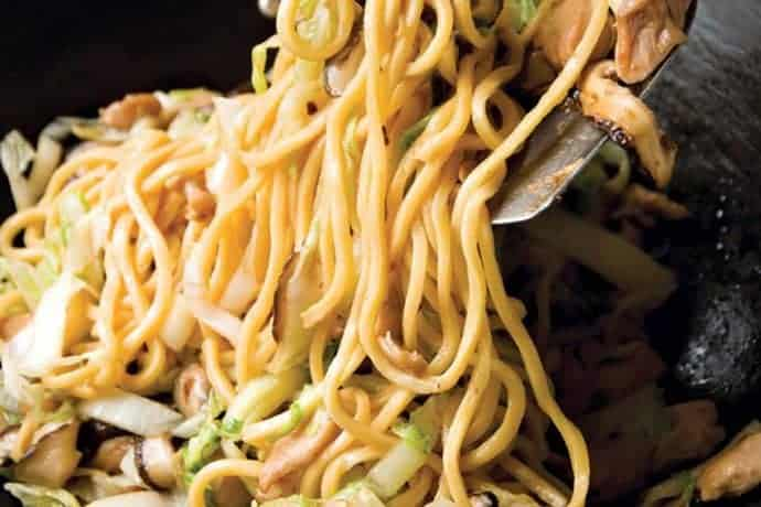 long life longevity noodles with chicken and mushrooms