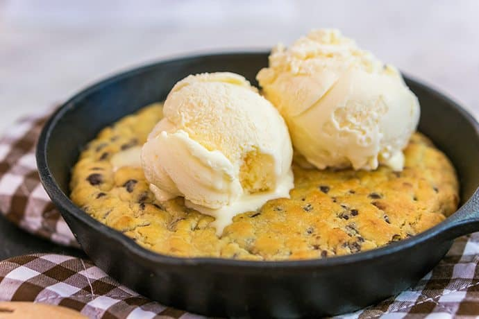 Easy and Delicious Treat: Dark Chocolate Chip Skillet Cookie | 31Daily.com