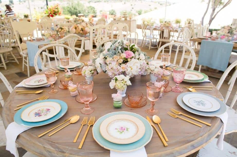 15 Gorgeous And Easy Spring Table Settings For Your Next Party