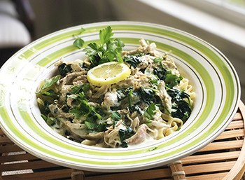 Quick and Easy: Chicken Fettucini Alfredo with Spinach and Lemon | 31Daily.com