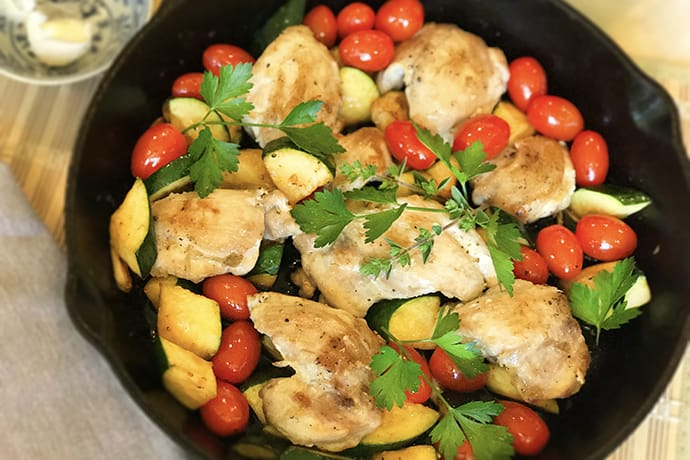 Quick and Easy: Chicken Thighs with Tomatoes and Zucchini