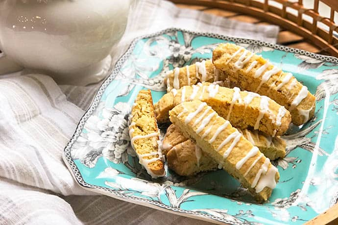 Lemon Biscotti with Almond and Vanilla