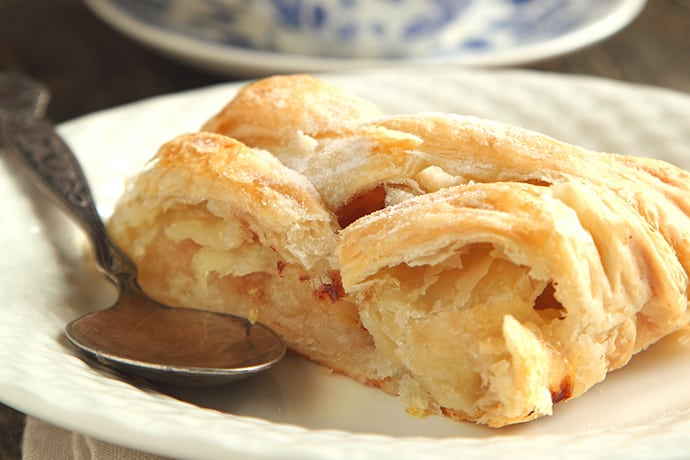 Easy Apple Strudel to Share This Season