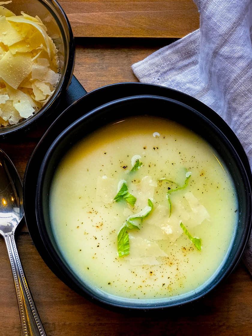 Creamy Cauliflower Soup with Leeks and Turmeric | 31Daily.com