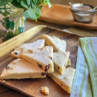 Irish Shortbread with Lemon and Currants | 31Daily.com