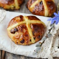 Easter Hot Cross Buns: Easy to Make Ahead for Good Friday | 31Daily.com
