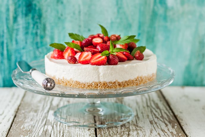 Easy Classic Cheesecake with Strawberries