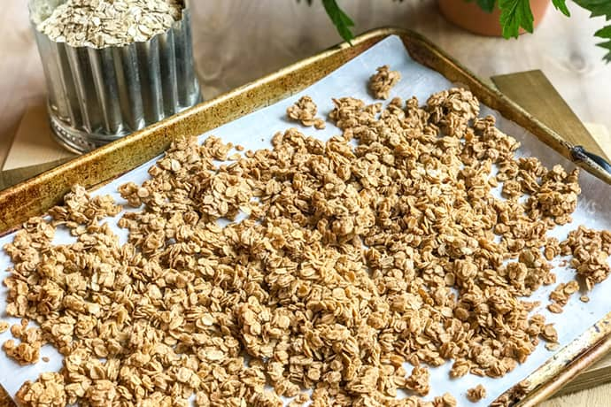Easy Healthy Peanut Butter Granola | 31Daily.com