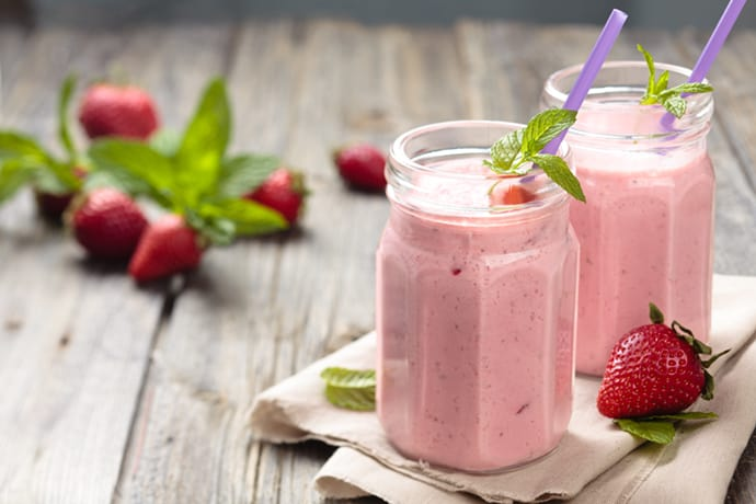 A Healthy Strawberry Banana Smoothie to Energize Your Morning | 31Daily.com