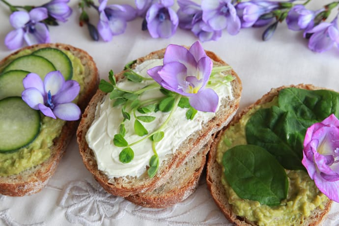 15 Beautiful Edible Flowers to Brighten Your Dishes | 31Daily.com