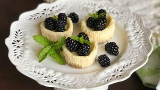 Quark Mini Cheesecakes with Fresh Blackberries (German Käsekuchen)