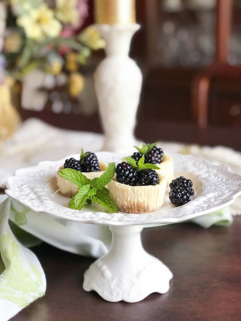 Quark Mini Cheesecakes with Fresh Blackberries (German Käsekuchen) | 31Daily.com