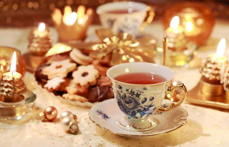 Hosting an Afternoon Christmas Tea to Celebrate the Holidays | 31Daily.com