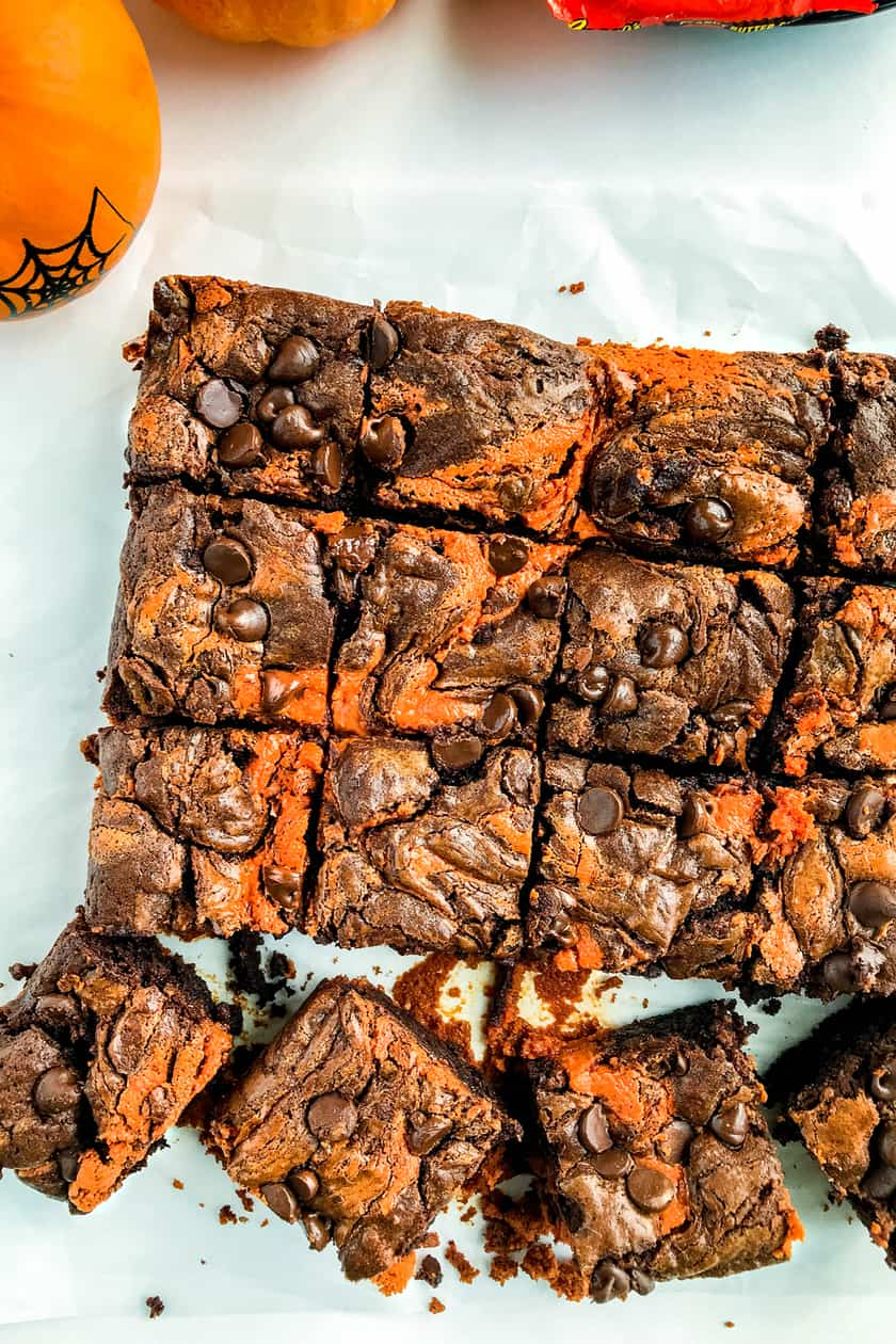 Halloween Fudgy Peanut Butter Swirl Brownies | 31Daily.com