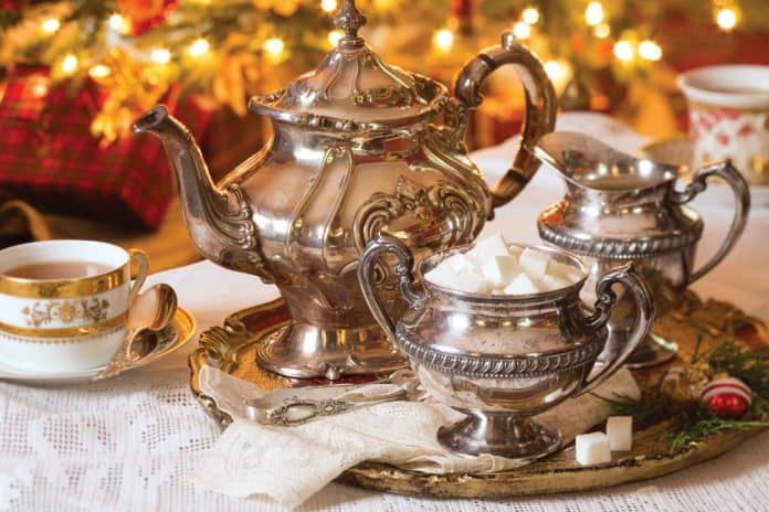 Hosting a Christmas Tea to Celebrate the Holidays