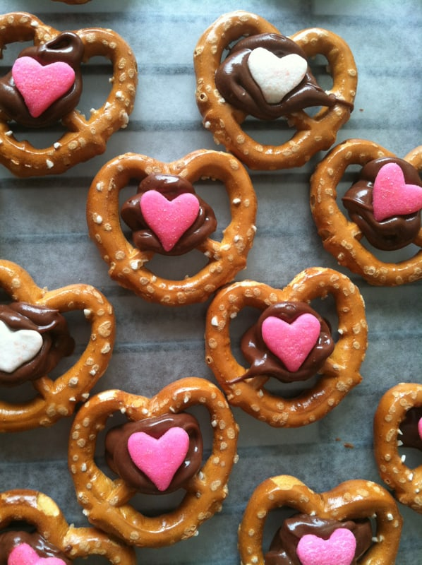 Valentine's Day // Cutest Chocolate Covered Pretzels!