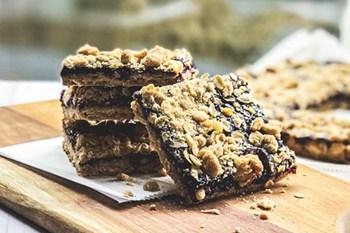 thumbnail: blackberry crumble bars