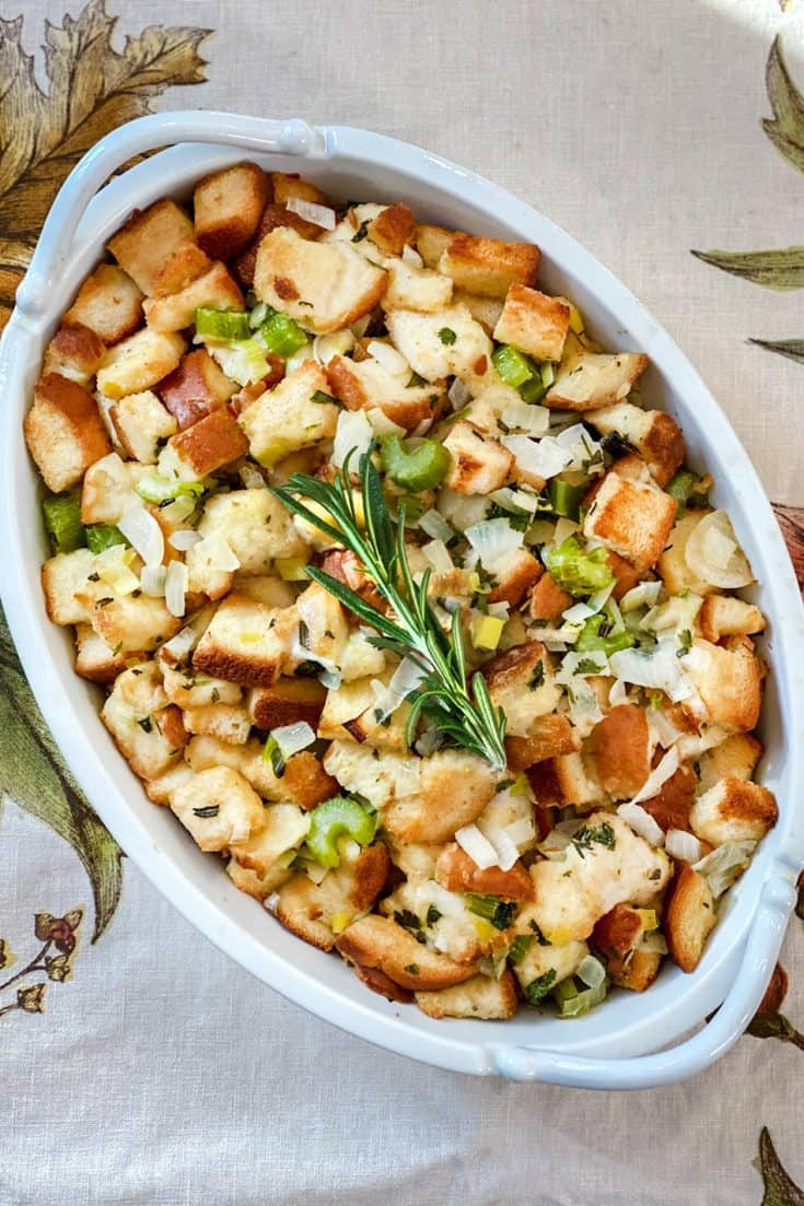 Simple and Classic Stuffing for Thanksgiving
