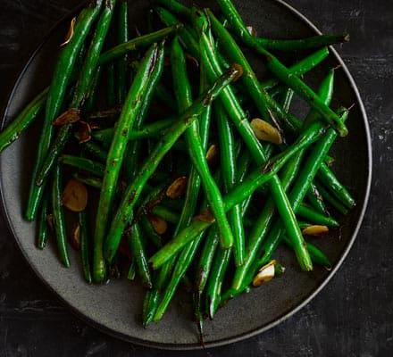 Stir-fried garlic green beans