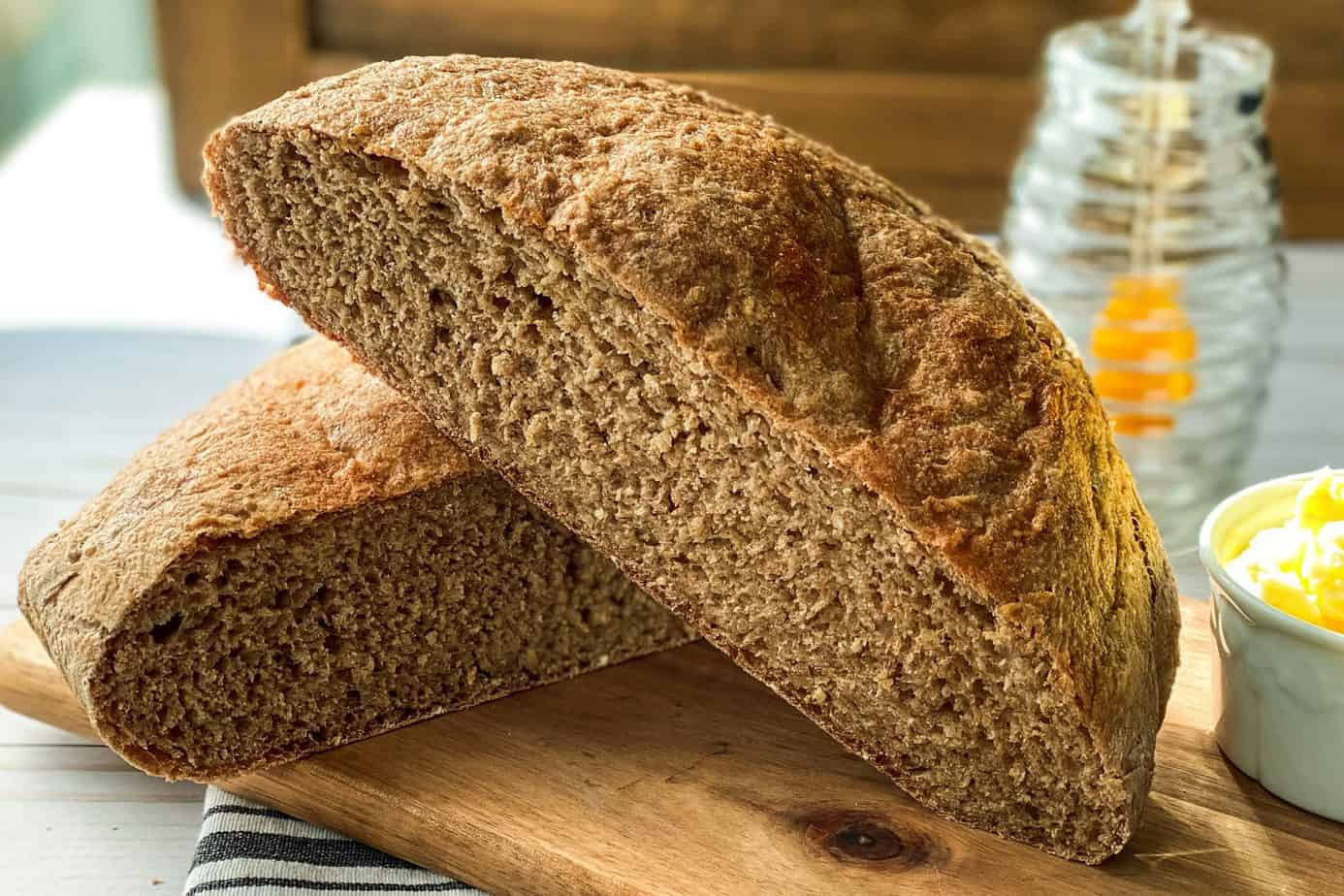 Closeup horizontal view of sliced no knead whole wheat bread