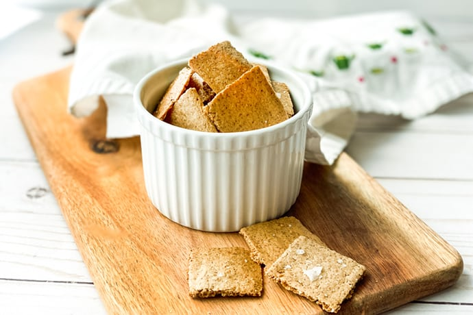 Homemade Crackers: A Healthy Oat Cracker Recipe