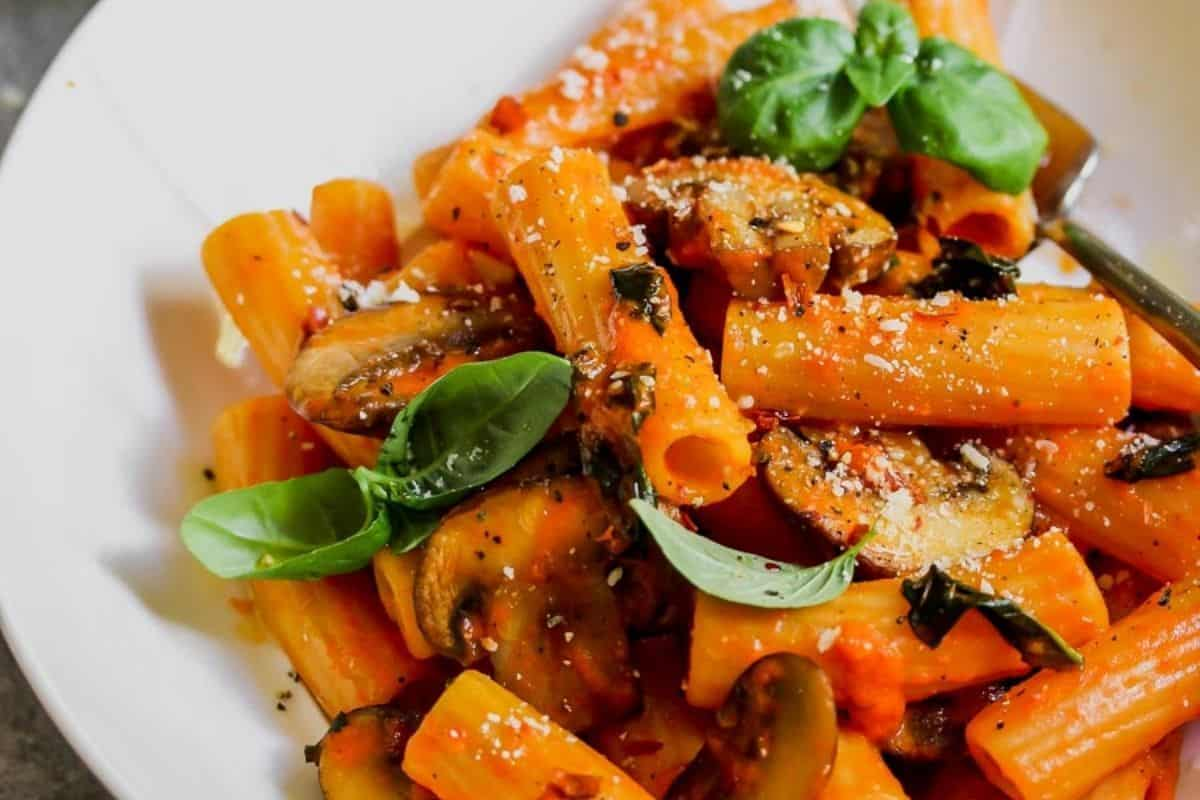 Roasted Red Pepper Pasta for 5 Ingredient Fall Dinners