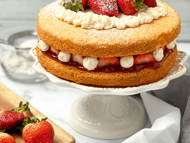 Easy Victoria Sponge Cake Recipe for Tea