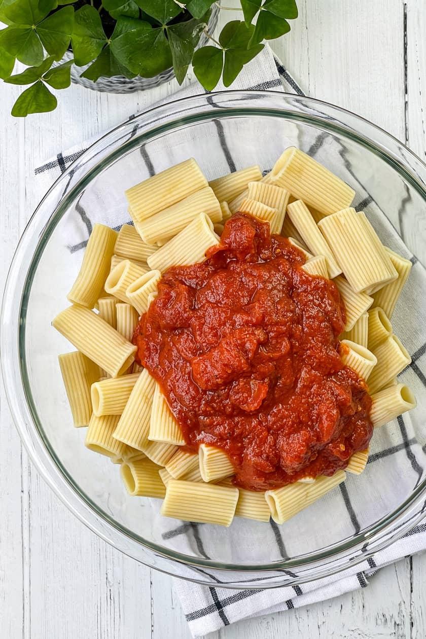 Bowl of cooked rigatoni with marinara sauce
